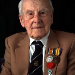fallece-Henry-Allingham,-el-hombre-más-viejo-del-mundo-esquela-online-muerte-1